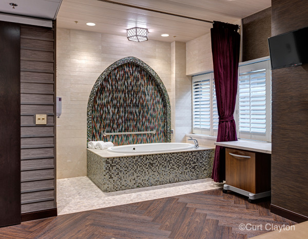 Bath tub in the delivery room at the Natural Birthing Center